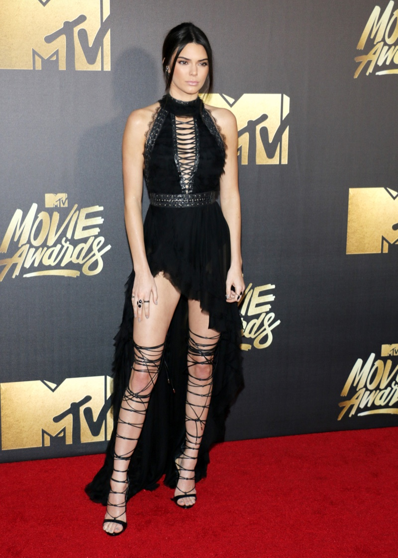 483a44f57f8 Kendall Jenner at the MTV Movie Awards 2016  Required 2 people to tie up  these